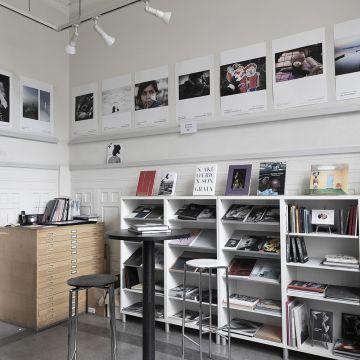 Handla böcker & fotografier online!