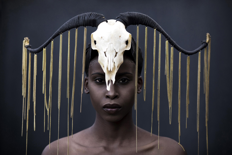 © Per-Anders Pettersson Titel: Ur serien African Catwalk  Plats/Datum: Kenya 2015  Bildmått: 40x60 cm (pappersmått 50x70 cm)  Teknik: Digital c-print  Upplaga: 5 + 2 AP  Signerad: Ja  Pris:  SEK 12 000 (avser oinramad bild) Bilden går även att få i andra storlekar.