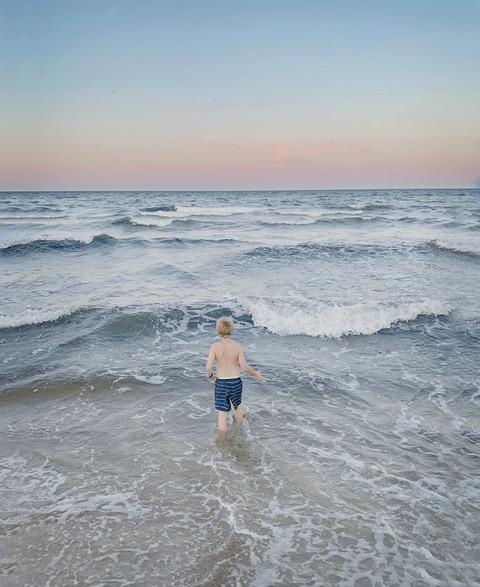 © Anna Clarén Titel:: The Ocean (2019) Bildstorlek: 20 x 24 cm Teknik: Arkivbeständig pigmentbläckutskrift Upplaga: 10 +2 AP Pris: SEK 10 000 (avser oinramad bild)