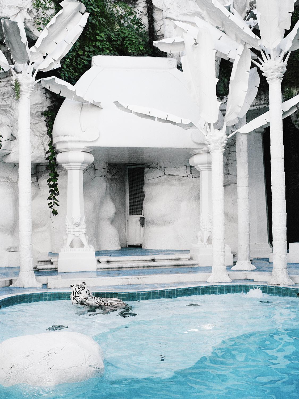 © Nina Varumo Mirage, Las Vegas, 2005  Bildmått 30×40 cm  Teknik: Digital c-print  Montering: Träram med passepartout 40×50 cm  Upplaga 20+1 AP Signerad: Ja  Pris: SEK 4 000