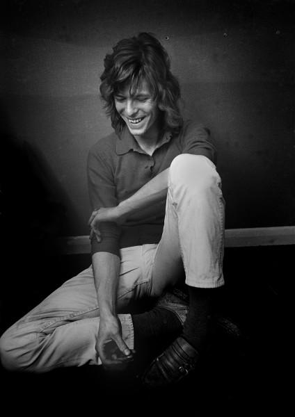 © Rolf Adlercreutz. Bowie, London 1970. Bildmått: 70x100 cm Inramad ca 85 x 115 cm. Arkivbeständig pigmentbläckutskrift. Upplaga: #30/30 Signerad Pris: SEK 29 000