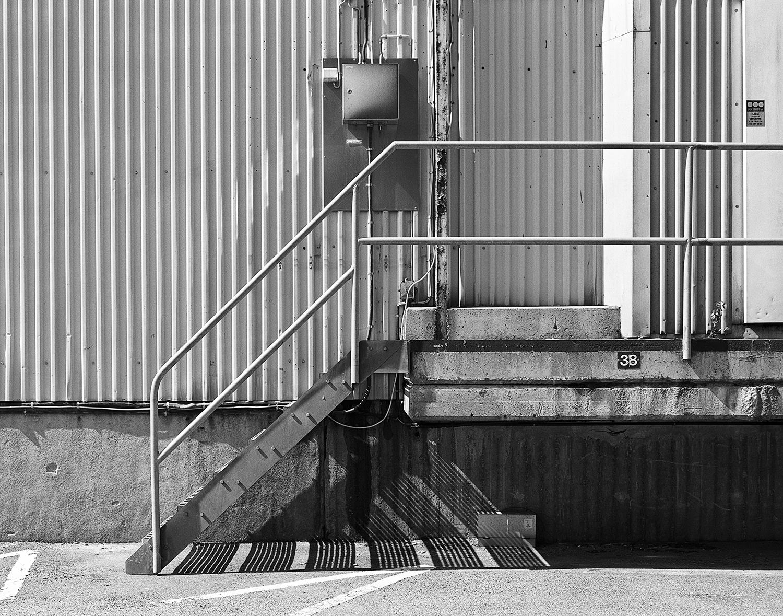 """© Hans Malm Titel: Utan titel, ur serien """"Slakthusområdet"""" Plats/Datum: Stockholm 2012 Bildmått: 36x46 cm Teknik: Arkivbeständig pigmentbläckutskrift Montering: Träram 51x60 cm Upplaga: 3 + 1 AP   Signerad: Ja  Pris: SEK 5900"""