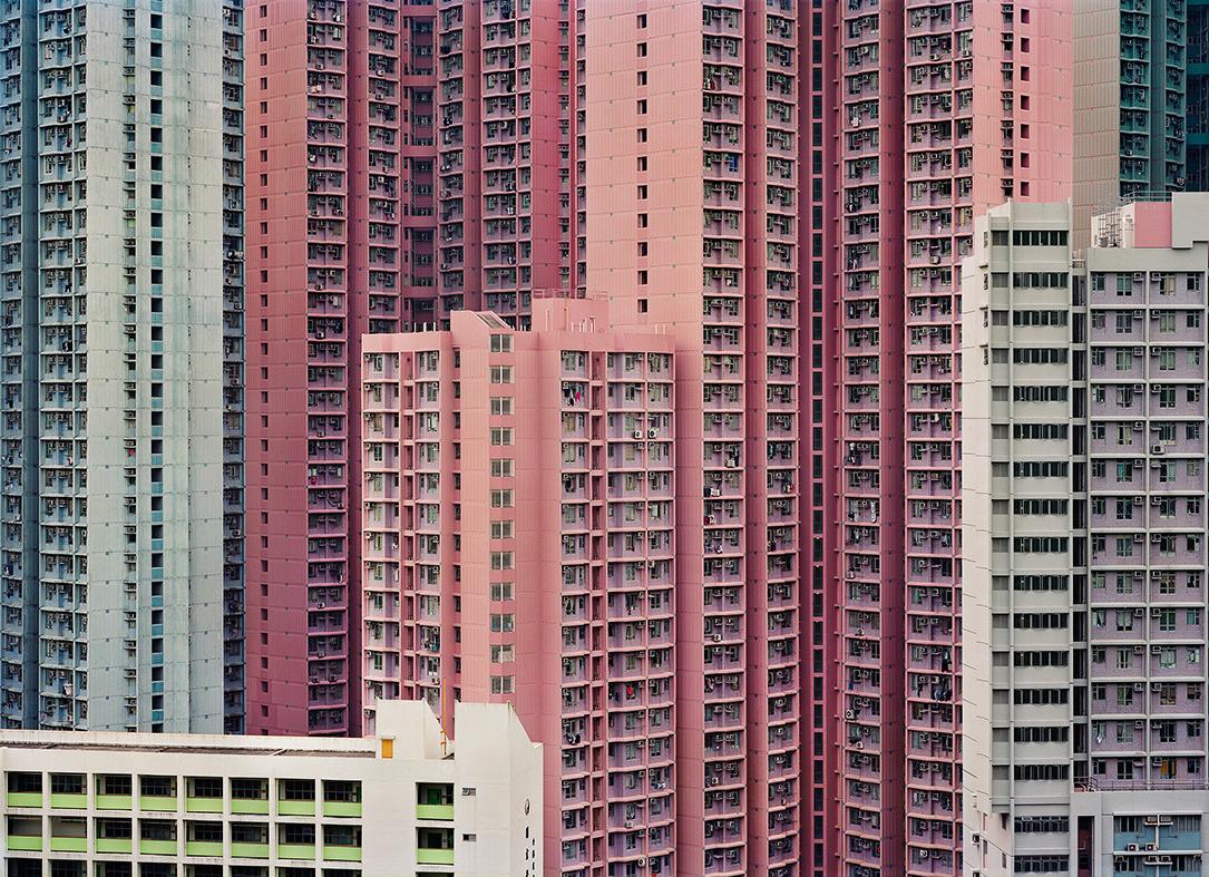 """© Jens Assur   Plats/Datum: Hong Kong, ur serien """"Hunger"""" 2009 Bildmått: 72x100 cm  Teknik: Analog C-print Montage: Träram med glas, 77x105 cm Upplaga: 7  Signerad: Ja  Pris: SEK  25 000"""