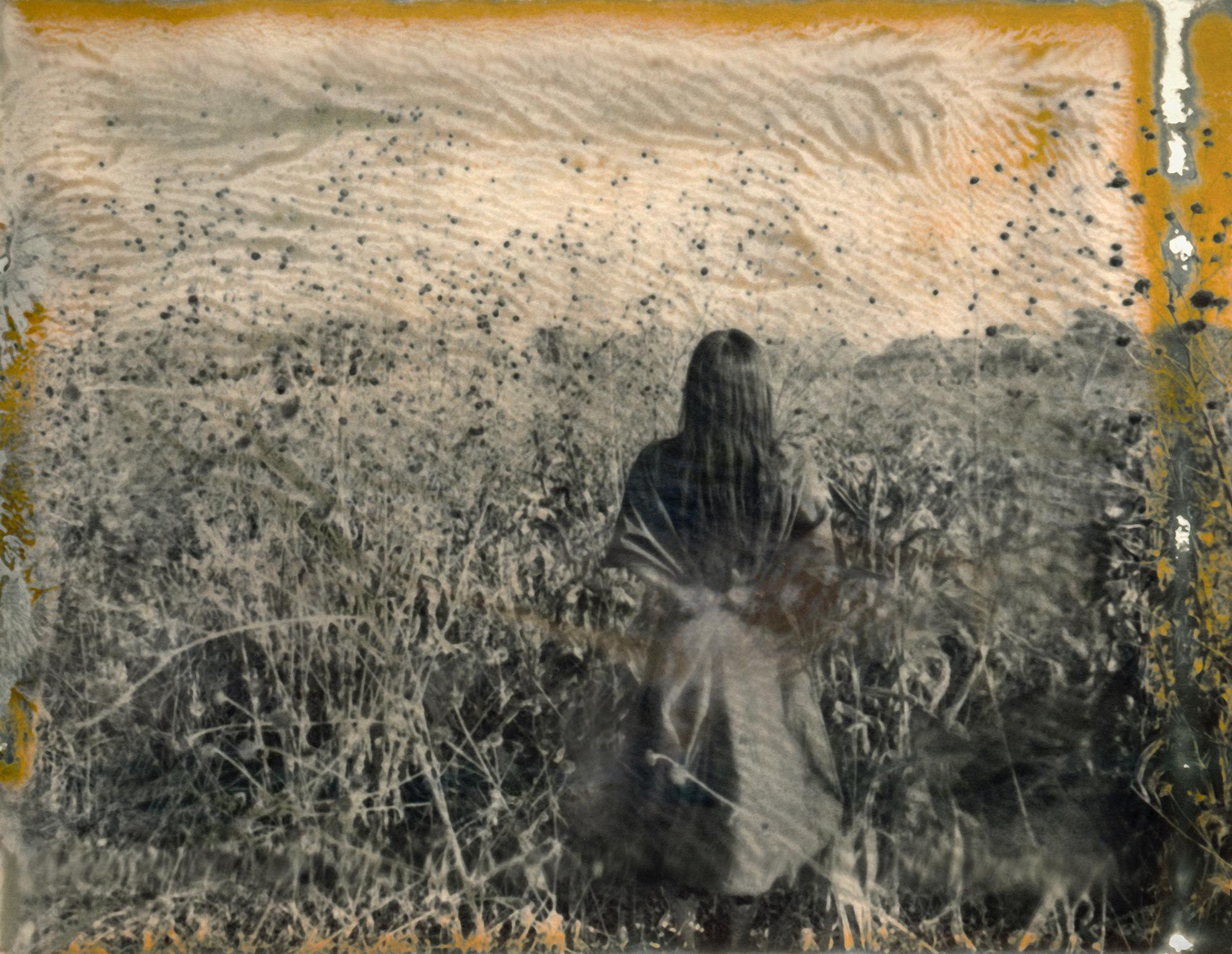 © Lisen Stibeck Titel: untitled  No 2 Plats/Datum: Mexico 2019  Bildmått: 40 x 54 cm  Teknik: Polaroid / Arkivbeständig pigmentbläckutskrift  Montering: Valnötsram med artglas 40x54 cm  Upplaga: 12 + 2 AP Signerad: Ja   Pris: Pris: SEK 19 500 (oinramad bild SEK 16 000))