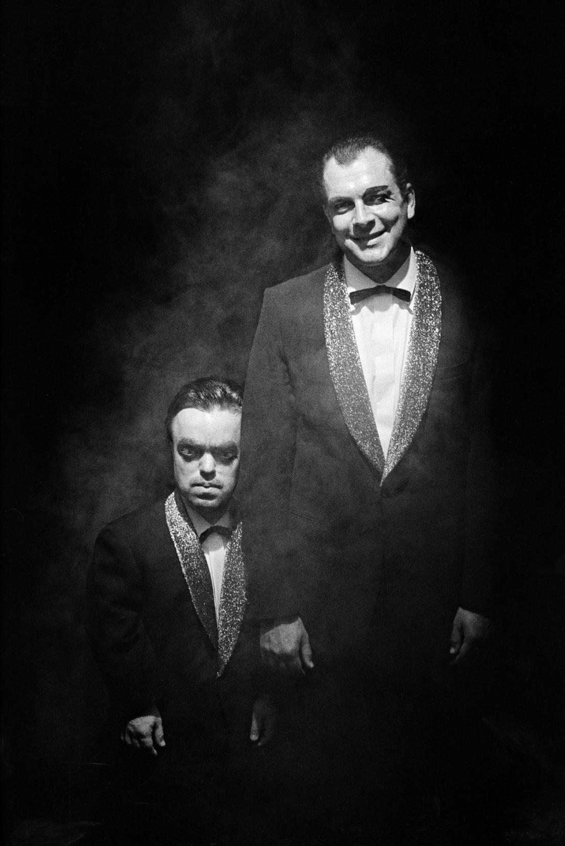 © Thomas Wågström.  Titel: Skådespelare.  Plats/Datum: Teater Aurora, Stockholm, 1980-tal. Bildmått: 11x17 cm  Teknik: Arkivbeständig pigmentbläckutskrift  Montering: Säljs oinramad Upplaga: 5 + 2 AP Signerad: Ja Pris: SEK 2 500. (Pris avser oinramad bild).