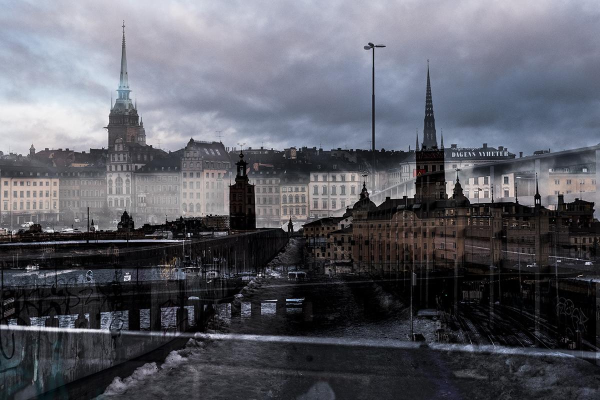 © Malin Jochumsen  Titel: Sthlm #10 Plats/Datum: Stockholm 2017  Bildmått:40x60 cm  Teknik: Arkivbeständig pigmentbläckutskrift på akvarellpapper  Träram med rpassepartout 50x70 cm  Upplaga: 10 Signerad: Ja  Pris: SEK 8 500 (oinramad bild SEK 8 000)