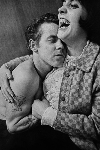51. Anders Petersen. Lily & Rosen, Cafe Lehmitz 1970. Utropspris: 35 000:- Bildmått: 23×34 cm/papper 30×40 cm / Inramad 40×50 cm. Silvergelatin print. Edition 6/10. Signerad.