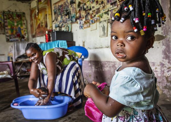 © Martina Holmberg. Mimia, Kongo DC 2019. I den lilla byn Mimia finns, till skillnad från många andra byar i landet gratis förlossningsvård. Christelle Ekape Bonkotoma lämnade sin hemby och vandrade genom djungeln i två dagar för att föda på sjukhuset.