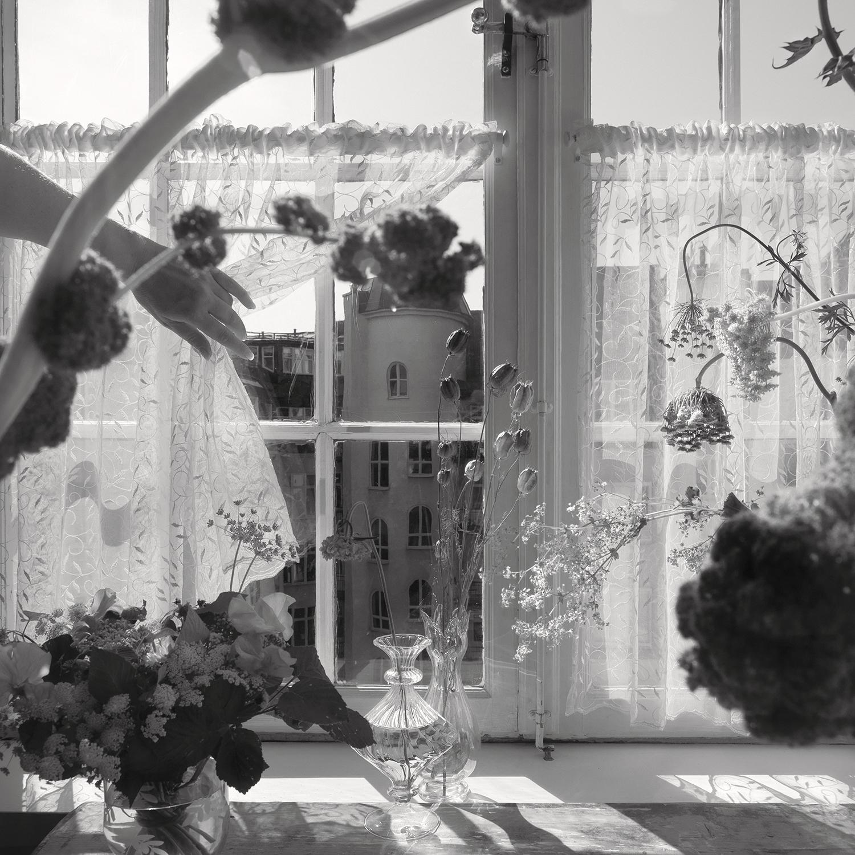 © Anna Lu Lundholm Ur serien: Inside, the truth 1–7, 2019. No 1 Bildmått: 29 x 29 cm Montering: Träram med passepartout och artglas: 40 x 40 cm Arkivbeständig pigment print  Upplaga: 10 + 2 AP   Signerad: Ja   Pris: SEK 4 650 (oinramad bild SEK 3 500)