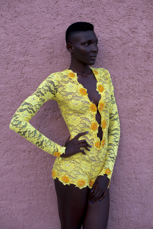 © Per-Anders Pettersson  Titel: Ur serien African Catwalk Plats/Datum: Dakar Fashion Week, Senegal 2014 Bildmått 40x60 cm (pappersmått 50x70 cm) Teknik: Arkivbeständig pigmentbläckutskrift   Upplaga: 5 + 2 AP   Signerad: Ja Pris: #3/5 SEK 15 000 (avser oinramad bild)  Bilden går även att få i andra storlekar.