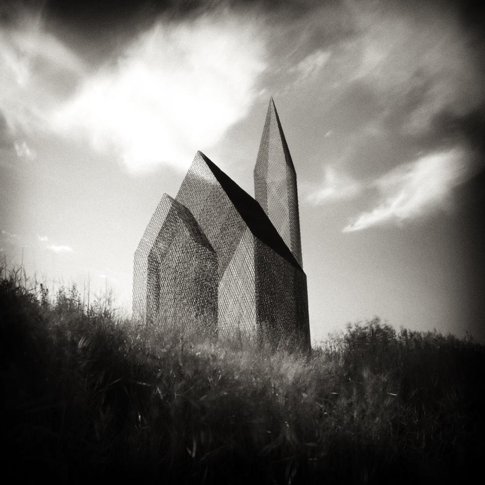 © Håkan Strand. Titel: Sanctuary. Iceland 2011. Bildmått: 30×30 cm. Teknik: Arkivbeständig pigmentbläckutskrift. Montering: Träram med passepartout 40×40 cm. Upplaga: 25  Signerad: Ja. Pris: SEK 4 900:-