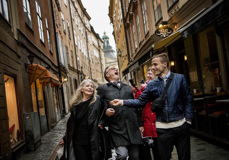© Alexander Mahmoud Titel: Akademien  Plats/Datum: Stockholm 2018  Bildmått: 70x100 cm  Teknik: Digital c-print  Upplaga: 10 + 2 AP  (#8/10)  Signerad: Ja  Pris: SEK 12 000  (avser oinramad bild)