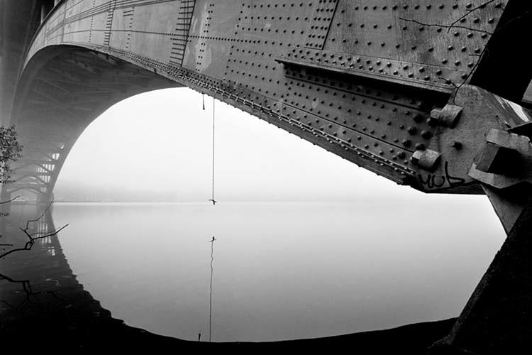 © Sören Fröberg. Titel: Västerbron. Plats/Datum: Stockholm 2005. Bildmått: 36 x 54 cm. Teknik: Arkivbeständig pigmentbläckutskrift Montering: Träram 55 x 73 cm. Obegränsad upplaga  Signerad: Ja. Pris: SEK 4500