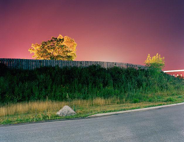 """© Hans Malm Titel: ur serien """"Sova Med Lampan Tänd""""  Bildmått: 69x54 cm Teknik: Arkivbeständig pigmentbläckutskrift, färg Montering: Vit träram med passepartout och glas 85x70 cm Upplaga:  Signerad: Ja  Pris: SEK 7500"""