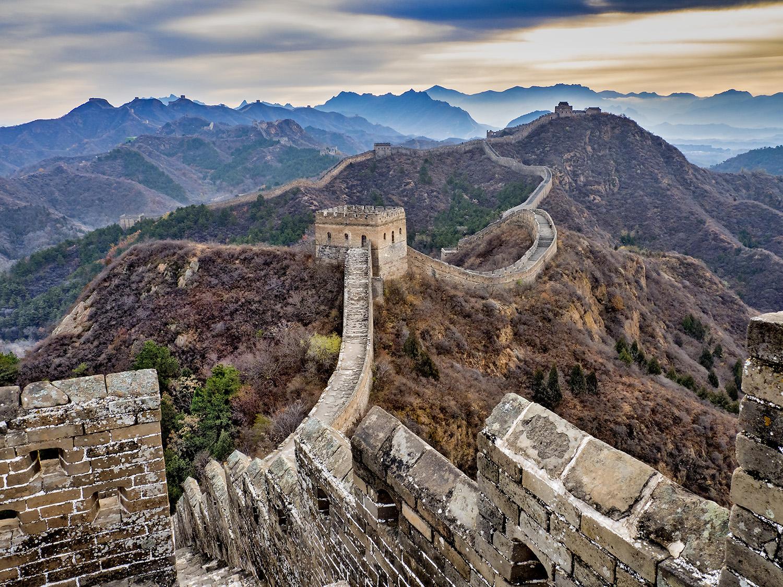 18. Claes Grundsten. Kinesiska muren.             Utropspris: 5 000:- Bildmått: 92×69 cm. C-print monterad på kapa. Öppen Edition. Signerad.